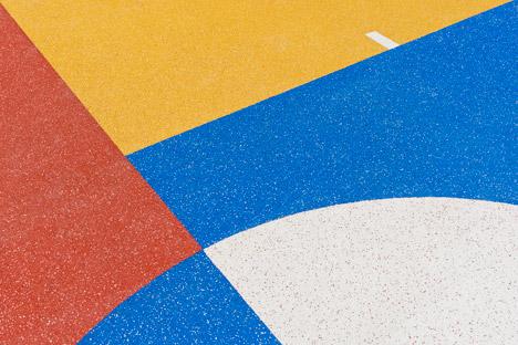 Pigalle Duperré, il campo di basket ispirato al costruttivismo russo nel cuore di Parigi