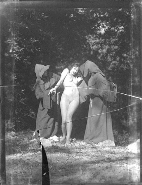 29_Actors in Landscape_1928_william mortensen