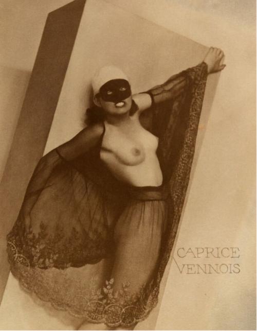 39_Caprice Vennois_1930_william mortensen