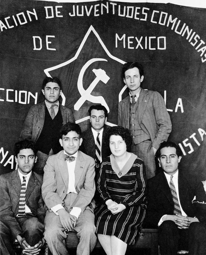 Il direttivo giovanile del Partito Comunista Messicano ritratto da Tina Modotti (1928).