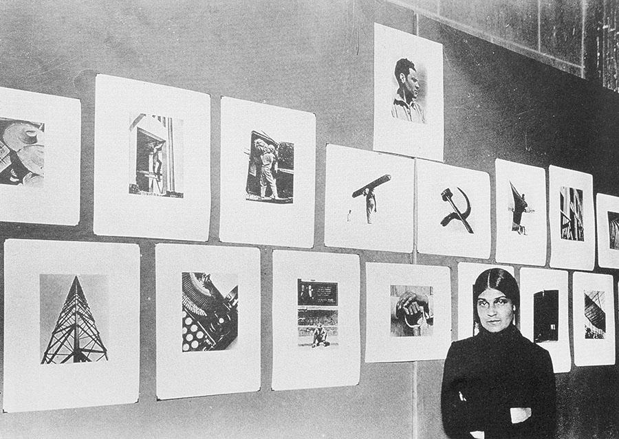 Tina Modotti alla sua mostra, 1929.